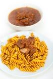 Pastas de Fusilli con la salsa napolitana de la carne del ragu del estilo Fotos de archivo libres de regalías