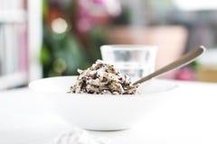 Pastas de la semilla de amapola con el azúcar de polvo foto de archivo