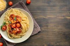 Pastas de los espaguetis en la tabla con el espacio de la copia Imagen de archivo