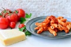 Pastas de Penne boloñés Foto de archivo