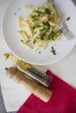 Pastas de Penne con aceite y pimienta Imagen de archivo libre de regalías