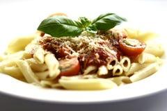 Pastas de Penne con la salsa de tomate Imagen de archivo libre de regalías