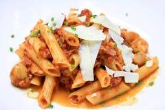 Pastas de Penne con la salsa de tomate Fotos de archivo libres de regalías