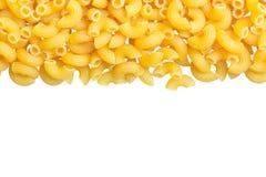 Pastas del ángulo de los macarrones en el fondo blanco foto de archivo libre de regalías