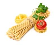 Pastas del ajuste con el tomate y el ajo Fotografía de archivo libre de regalías