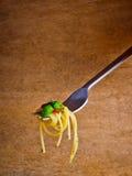 Pastas del espagueti en fork Foto de archivo libre de regalías