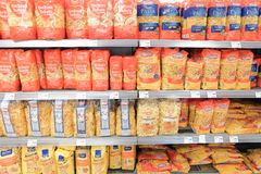 Pastas en una tienda Imagen de archivo libre de regalías