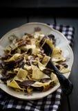 Pastas hechas en casa con las setas Fotos de archivo