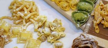 Pastas hechas en casa en Italia con el huevo y la harina Foto de archivo libre de regalías