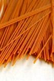 Pastas integrales deletreadas (espaguetis) imagenes de archivo