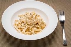 Pastas italianas clásicas de Alfredo del Fettuccine Imágenes de archivo libres de regalías