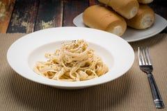 Pastas italianas clásicas de Alfredo del Fettuccine Fotografía de archivo libre de regalías