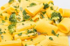 Pastas italianas con bróculi imagen de archivo