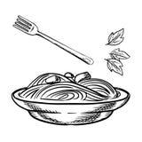 Pastas italianas con la albóndiga, la salsa y la albahaca Fotografía de archivo libre de regalías