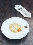 Pastas italianas con la salsa blanca Pastas del Fettuccine Tallarines fotos de archivo libres de regalías