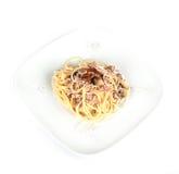 Pastas italianas con las setas y el jamón Fotografía de archivo