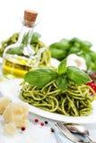 Pastas italianas deliciosas con la salsa del pesto Imagen de archivo