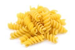 Pastas italianas, haber formado espiral, aisladas en el fondo blanco Imagen de archivo libre de regalías