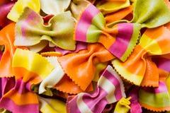 Pastas italianas hechas a mano tradicionales del farfalle Fotos de archivo