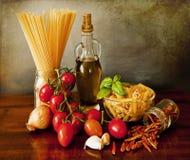 Pastas italianas, receta de la salsa del arrabbiata Fotografía de archivo libre de regalías