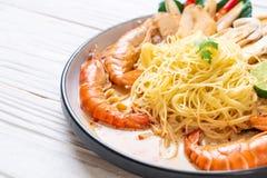 pastas picantes de los espaguetis de los camarones (Tom Yum Goong fotos de archivo