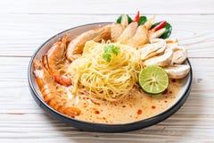 pastas picantes de los espaguetis de los camarones (Tom Yum Goong imágenes de archivo libres de regalías