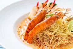 pastas picantes de los espaguetis de los camarones (Tom Yum Goong imagen de archivo libre de regalías