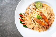 pastas picantes de los espaguetis de los camarones (Tom Yum Goong fotografía de archivo libre de regalías