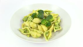 Pastas Shell Broccoli del plato almacen de video