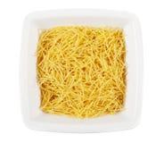 Pastas sin procesar en un plato Imagen de archivo libre de regalías