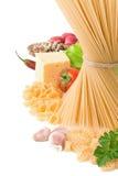 Pastas sin procesar y alimento sano aislados en blanco Imagen de archivo
