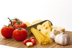Pastas, tomate y ajo Foto de archivo libre de regalías