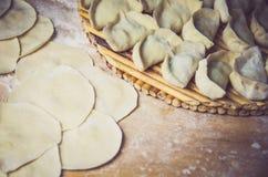 Pastas tradicionales chinas, bolas de masa hervida Imagen de archivo