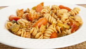 Pastas vegetales gastrónomas con la salsa de tomate Foto de archivo libre de regalías