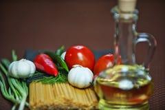 Pastas, verduras, aceite Imágenes de archivo libres de regalías