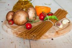 Pastas, verduras y especias de los espaguetis Imagen de archivo