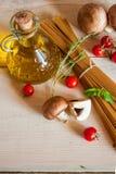 Pastas, verduras y especias de los espaguetis Fotos de archivo libres de regalías