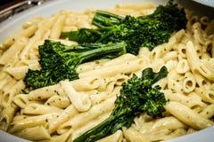 Pastas y bróculi Imagenes de archivo