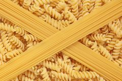 Pastas y espagueti de Fusilli Imagen de archivo
