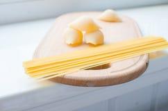 Pastas y espaguetis crudos Fotografía de archivo