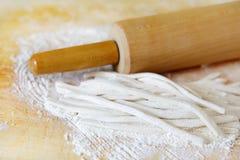 Pastas y rodillo Imagenes de archivo