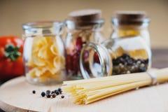Pastas y tarros con las especias Imagenes de archivo