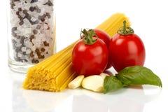Pastas y tomates Fotos de archivo libres de regalías