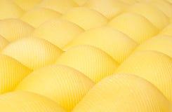 Pastashells in rijen Stock Afbeeldingen