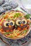 Pastaspagetti med roliga köttbullar för ungar Royaltyfri Fotografi
