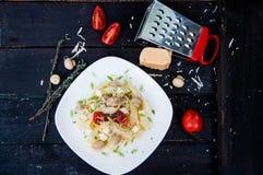 Pastatagliatelle med tomaten Royaltyfri Fotografi