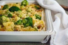 Pastei met aardappels, broccoli en bacon stock afbeelding