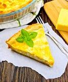 Pastei met kaas en preien op papier Royalty-vrije Stock Foto's