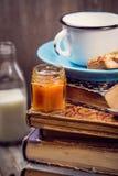 Pastei met melk stock afbeeldingen