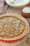 Pastei met pompoen en chocolade in ceramische vorm hoogste mening Royalty-vrije Stock Fotografie